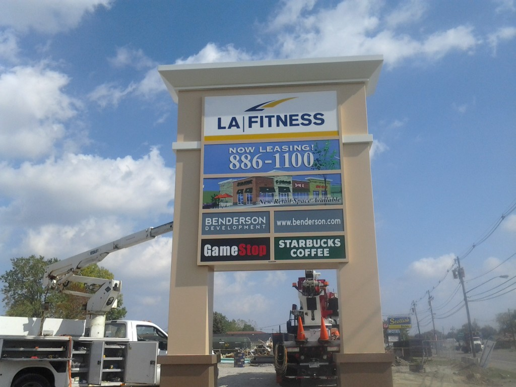 La Fitness Ulrich Signs